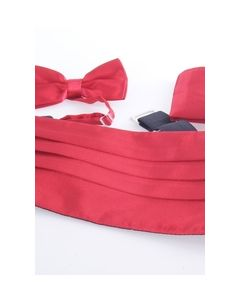 Set met cumberband, pochet en smokingstrik in rood