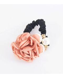 Haarelastiek met oudroze roos en parels