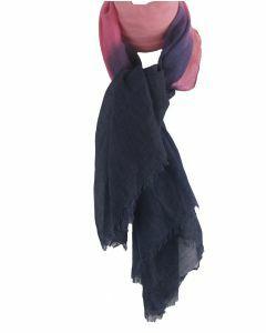 Luchtige sjaal met kleurverloop in donkerblauw-roze