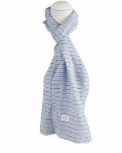 Lichtblauw gestreepte linnen sjaal
