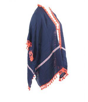 Donkerblauwe cape / omslagdoek met koraalroze franje rondom