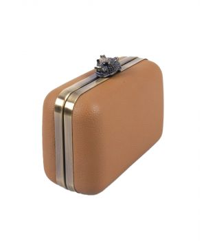Camel kleurig box clutch met jaguar sluiting