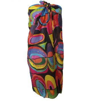 Zwarte sarong met kleurrijke grafische print