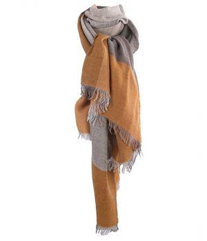 Fijn geweven sjaal met kleurvlakken in okergeel en grijs